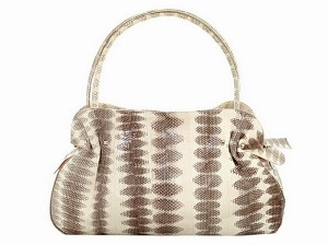 Модная сумка из змеиной кожи