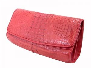 Клатч на цепочке из кожи крокодила