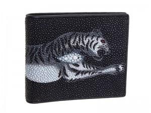 Кошелек из кожи ската с рисунком тигра