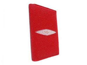 Красная обложка на паспорт из ската